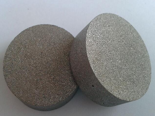 Sintered porous titanium discs