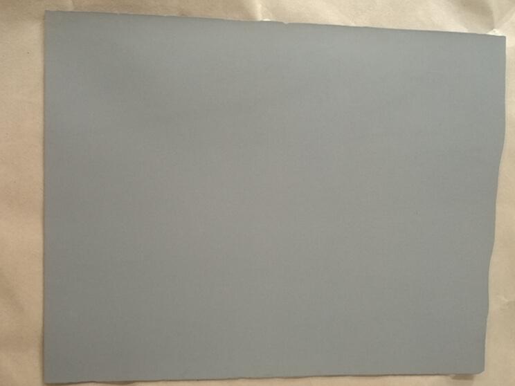 Sintered porous titanium plate